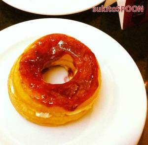strawberry cream cheese croughnut